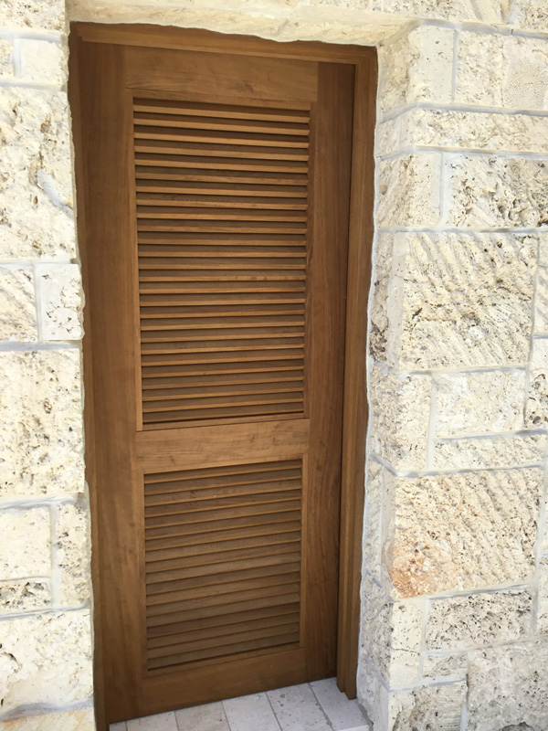 Iroko exterior louvered door - Tavernier