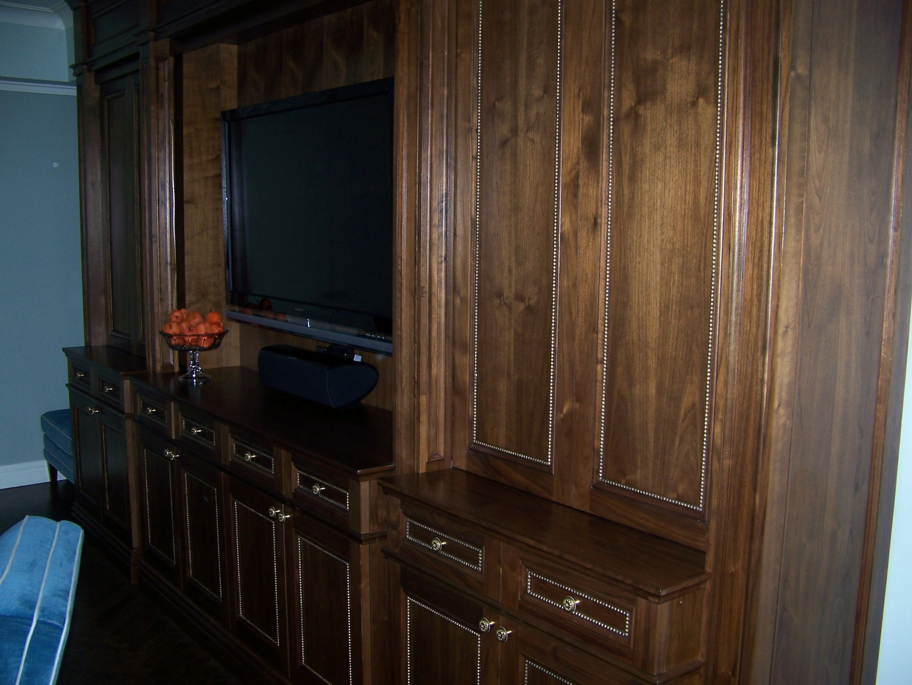 TV and display cabinet with sliding doors - New York City