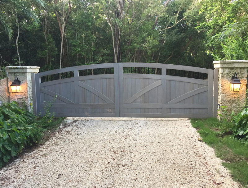 Wood gate system - landscaped - Tavernier